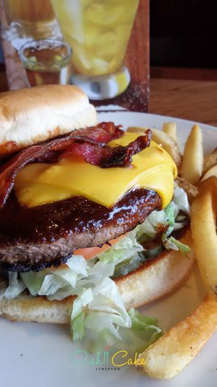 Foto 4 - Makanan di Outback Steakhouse oleh Bernadette Hiline