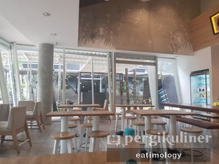 Foto 2 - Interior di 6Pack Salad Bar oleh EATIMOLOGY Rafika & Alfin
