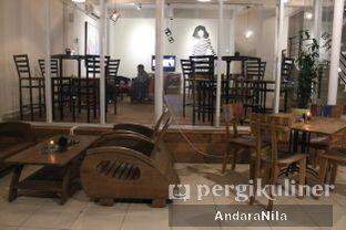 Foto 6 - Interior di Nampan Bistro oleh AndaraNila