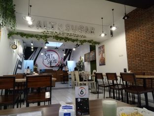 Foto 3 - Interior di Salt & Sugar Cafe and Bistro oleh Ratu Aghnia