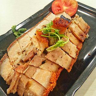 Foto 2 - Makanan(Roasted Pork) di Legend Kitchen oleh duocicip
