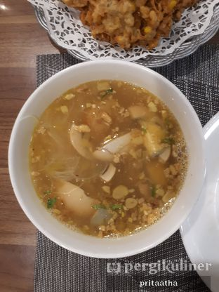 Foto 1 - Makanan(Soto Ayam Banjar) di Lincafe oleh Prita Hayuning Dias