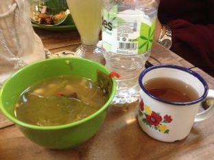 Foto 2 - Makanan(sayur asem & tehanget) di Nasi Uduk & Ayam Goreng Lahap oleh Threesiana Dheriyani