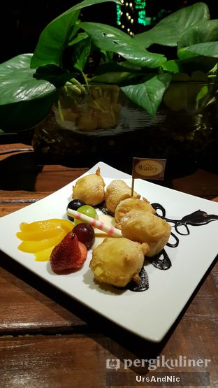 Foto 2 - Makanan(Tape goreng) di The Valley Bistro Cafe oleh UrsAndNic