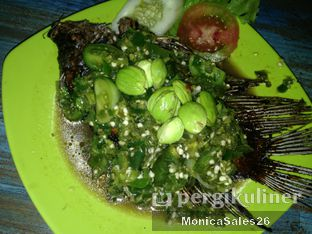 Foto 4 - Makanan(gurame cabe ijo) di Radja Gurame oleh Monica Sales
