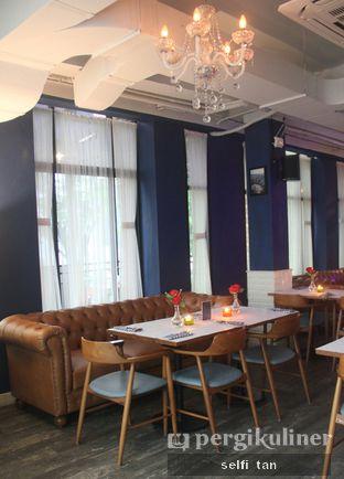 Foto 3 - Interior di Bleu Alley Brasserie oleh Selfi Tan