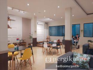 Foto 6 - Interior di Komune Cafe oleh cynthia lim