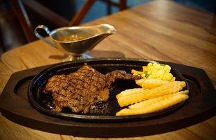 Foto 1 - Makanan(Sirloin Steak) di Platinum oleh Fadhlur Rohman