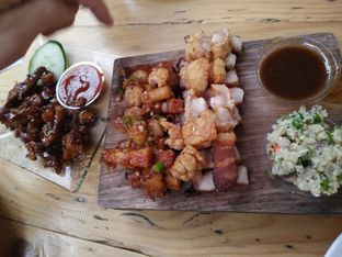 Foto 2 - Makanan(Sebelah kiri: samgyeopsal Sebelah kanan: pork crackle) di Celengan oleh zelda