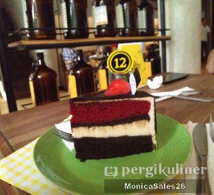 Foto 18 - Makanan(Triple dekker cake ) di Baker Street oleh Monica Sales