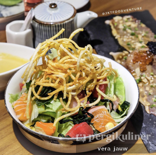 Foto 2 - Makanan di Sushi Matsu - Hotel Cemara oleh Vera Jauw