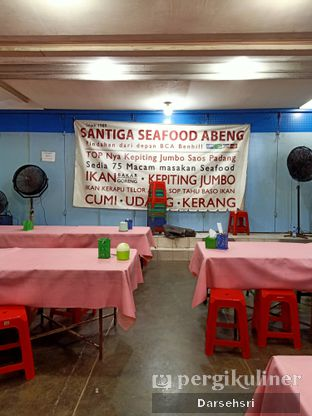 Foto 4 - Interior di Santiga Seafood oleh Darsehsri Handayani