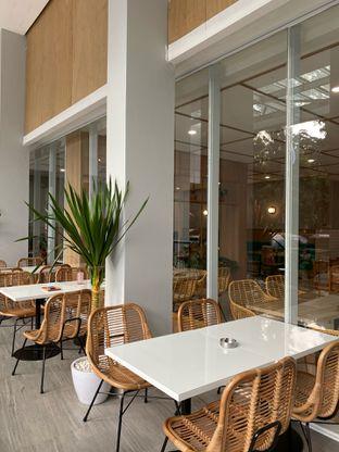 Foto 13 - Interior di Dailydose Coffee & Eatery oleh Jeljel