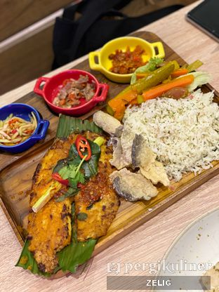 Foto 5 - Makanan(White Fish in Pepes Style) di Fish & Co. oleh @teddyzelig