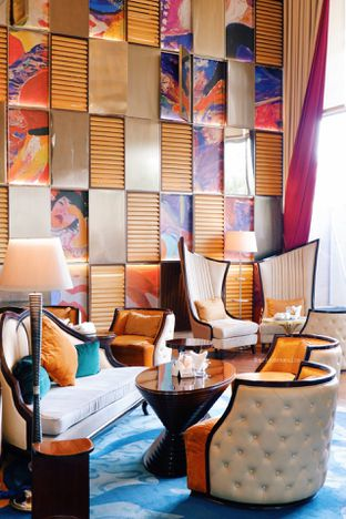 Foto 28 - Interior di The Writers Bar - Raffles Jakarta Hotel oleh Indra Mulia