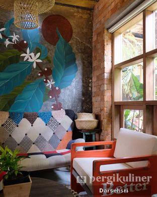 Foto 2 - Interior di Jiwan Coffee & Things oleh Darsehsri Handayani