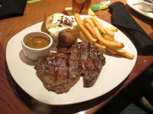 Foto 3 - Makanan di Outback Steakhouse oleh Sylvia Eugene