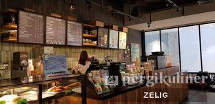 Foto 1 - Interior di Starbucks Coffee oleh @teddyzelig