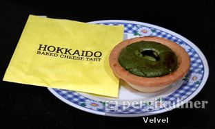 Foto 2 - Makanan(sanitize(image.caption)) di Hokkaido Baked Cheese Tart oleh Velvel