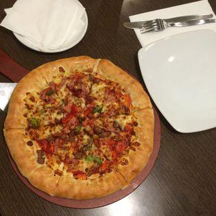 Foto 2 - Makanan(Pizza Super Supreme) di Pizza Hut oleh defita desty anggraini