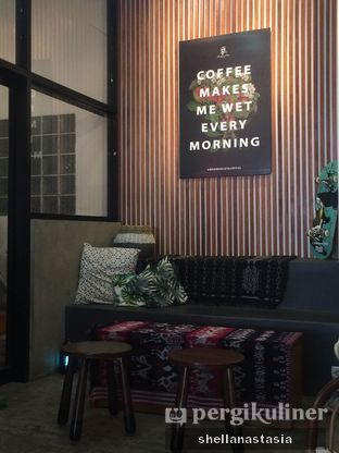 Foto 2 - Interior di Makmur Jaya Coffee Roaster oleh Shella Anastasia