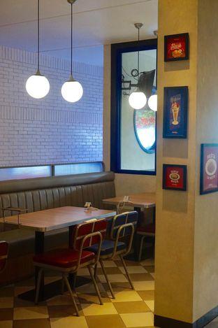 Foto 23 - Interior di Food Days oleh yudistira ishak abrar