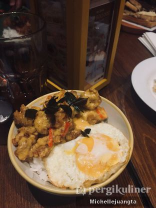 Foto 1 - Makanan(Chicken Salted Egg) di The People's Cafe oleh Michelle Juangta