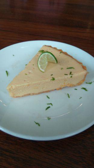 Foto 3 - Makanan(Key Lime Pie (IDR 55k)) di Amigos Bar & Cantina oleh Renodaneswara @caesarinodswr
