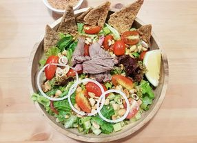 Nama Salad Ini Ternyata Asalnya dari Nama Garam Lho!