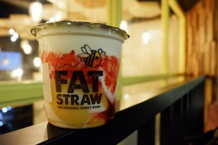 Foto 11 - Makanan(With Strawberry, Pudding, Honey Boba) di Fat Straw oleh Chrisilya Thoeng