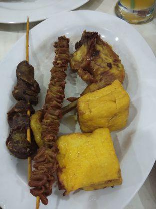 Foto 2 - Makanan di Nasi Uduk Kebon Kacang Bang Hepi oleh Devi Jochie