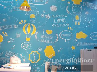 Foto 2 - Interior di Hot Star oleh @teddyzelig