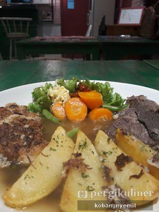 Foto 2 - Makanan di Bistik Delaris oleh kobangnyemil .