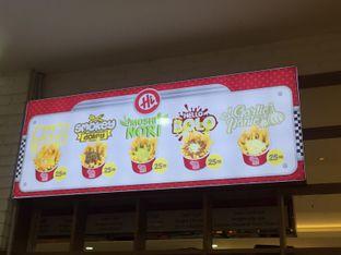 Foto 4 - Interior di Hi Fries oleh Sharima Umaya