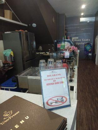 Foto 6 - Interior di WaxPresso Coffee Shop oleh felita [@duocicip]
