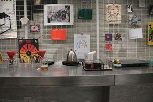 Foto 7 - Interior di Tu7uhari Coffee oleh Prido ZH