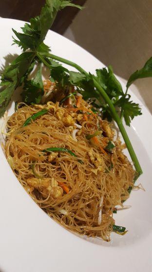 Foto 2 - Makanan(Bihun Pecinan) di Meradelima Restaurant oleh Avien Aryanti