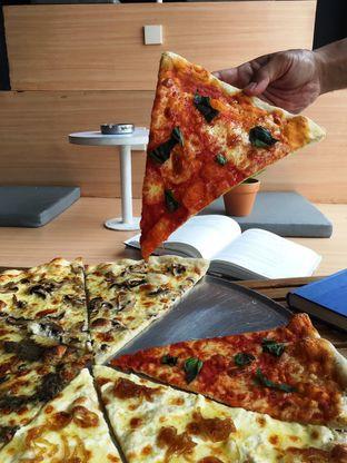 Foto 28 - Makanan di Sliced Pizzeria oleh Prido ZH