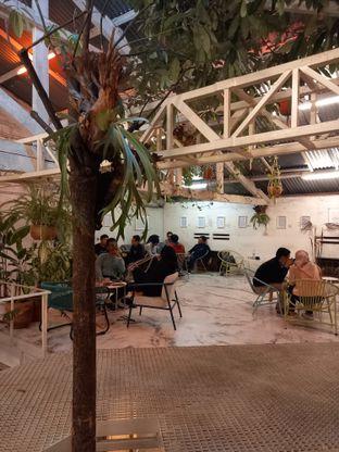 Foto 4 - Interior di Monday Coffee oleh Widya WeDe