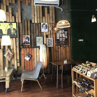 Foto 2 - Interior di Red Blanc Coffee & Bakery oleh Shafira Andini