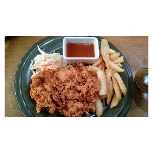 Foto 1 - Makanan(Hot Crispy Spicy Chicken ) di Giggle Box oleh Novita Purnamasari