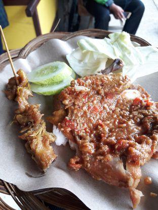 Foto review Ayam Gepuk Pak Gembus oleh Eka M. Lestari 1