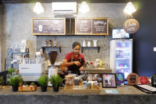 Foto 21 - Interior di Moonbucks Coffee oleh Mariane  Felicia