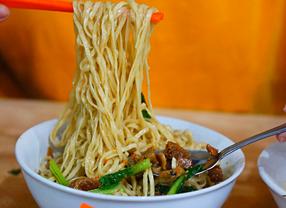 10 Tempat Makan Legendaris di Jakarta yang Wajib Dicoba