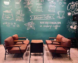 Foto 8 - Interior di Edisan Coffee oleh feedthecat