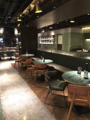 Foto 10 - Interior di FLYNN Dine & Bar oleh feedthecat