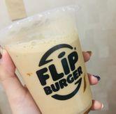 Foto kopi susu gula aren di Flip Burger
