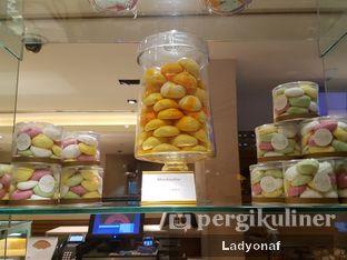 Foto 12 - Interior di Mandarin Oriental Cake Shop - Mandarin Oriental Hotel oleh Ladyonaf @placetogoandeat