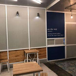 Foto 4 - Interior di OTW Food Street oleh Della Ayu