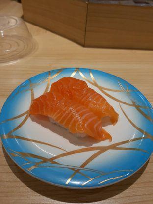 Foto 3 - Makanan(Salmonn Nigiri (IDR 21k)) di Ippeke Komachi oleh Renodaneswara @caesarinodswr